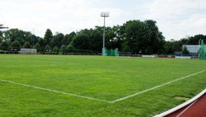 Hybridrasen Fussballplatz: Was kostet ein Hybridrasen und welche Vorteile hat ein Sportplatz mit Hybridrasen im Vergleich zu einem Kunstrasen.