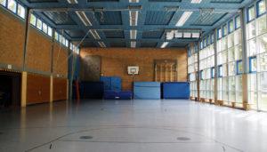 Kosten Sporthallenbau: Die Kosten im Rahmen des Sporthallenbau hängen von der Qualität des Sportboden, der Sporthallenbeleuchtung und zahlreichen weiteren Komponenten ab.