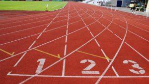 Tartanbahn für Leichtathletikanlagen und für den Sportplatz. Was darf eine Tartanbahn kosten und welche Fördermöglichkeiten können Vereine, Schulen und Kommunen in Anspruch nehmen.