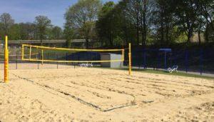 Die Kosten für den Bau eines Beachvolleyballfelds hängen u.a. davon ab, ob die Spielstätte für den Wettkampf- oder Breitensport genutzt wird.