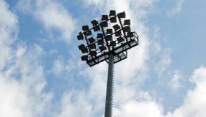 Flutlichtanlage: Kosten für eine LED Flutlichtanlage oder eine Flutlichtanlage mit konventionellen Leuchtmitteln. LED-Flutlicht und die Umrüstung auf LED Technologie berechnen. Kosten, Förderung und Finanzierung.