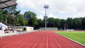 Flutlichtanlage Sportplatz: Welche Kosten entstehen bei der Sanierung der Flutlichtanlage oder der Umrüstung auf LED Flutlicht. Informationen für Vereine.