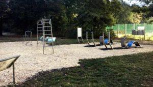 Outdoor Fitnessgeräte für Bewegungsparcours, Spielplätze und Freizeitanlagen. Für Senioren, Kinder, Sportvereine.