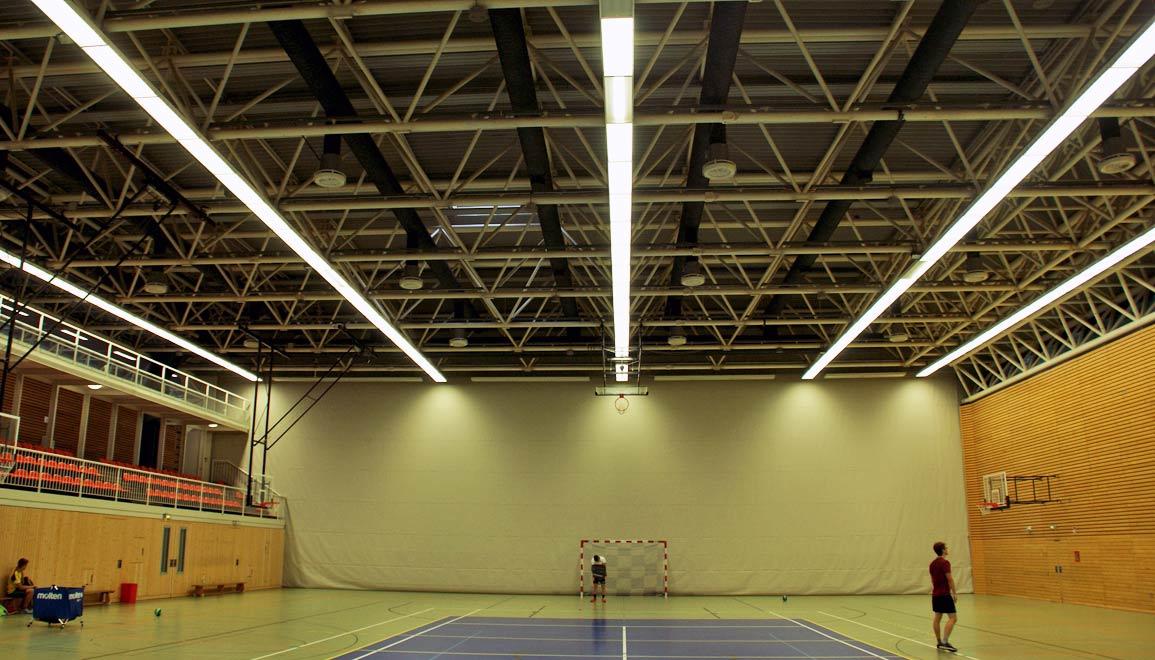 ballwurfsichere led leuchten f r die sporthalle sportst ttenrechner. Black Bedroom Furniture Sets. Home Design Ideas