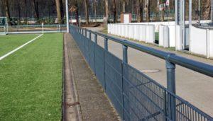 Sportplatz Bandensysteme und Barrieresysteme: Kosten für Sportplatzbanden online berechnen - sportstaettenrechner.de