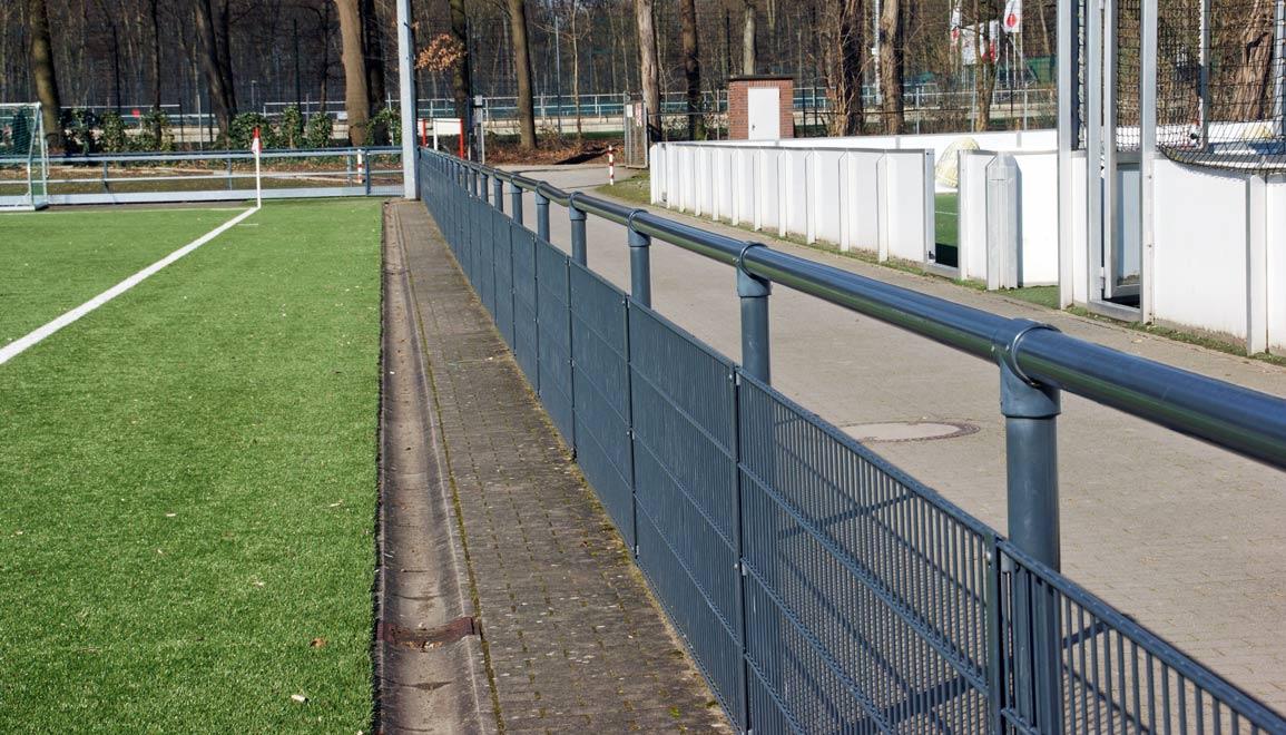 sportplatz bandensysteme kosten f r banden und barrieresysteme. Black Bedroom Furniture Sets. Home Design Ideas