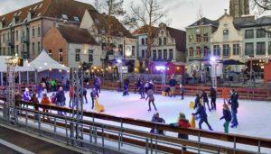 Eisbahn kaufen: Kosten für den Kauf einer synthetischen Eisbahn oder einer Kunsteisbahn für ein Event, einen Weihnachtsmarkt, Eishockey oder Schlittschuhlaufen