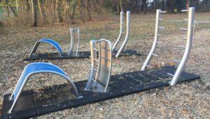 Outdoor Fitnessgeräte aus Edelstahl: Preise und Kosten für Outdoor Sportgeräte, Kosten für den Fallschutz und Beispielprojekte. Calisthenics Geräte aus Edelstahl.