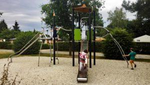 Spielplatz Kosten und Spielplatzbau: Was kostet die Sanierung, der Bau und die Instandhaltung eines Spielplatzes inkl. Fallschutz, Spielgeräte und der Pflege des Spielplatz