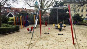 Spielplatz Kosten: Was kostet dder Bau eines Spielplatz und welche Kosten entstehen für die Fallschutz und die Spielplatz Spielgeräte.