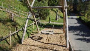 Spielplatzbau: Kosten rund um die Planung, den Bau und die Sanierung von Spielplätzen, Fallschutz und Spielgeräte.