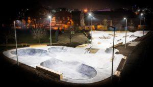 Skatepark bauen: Kosten für den Bau eines Skatepark berechnen und Kosten für die Skatepark Planung kalkulieren. Informationen rund um Skatepark, Pumptrack und Freiraumanlagen in Kommunen und Städten.