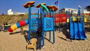 Spielgeräte für öffentliche Spielplätze: Kosten für den Bau eines Spielplatz und für die Ausstattung eines Spielplatzes mit Spielgeräten und Spielplatzgeräten, wie Rutschen, Klettergerüst und Schaukel.