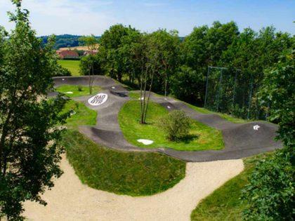 Moderne Pumptrack Anlage für Litzendorf