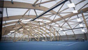 LED Beleuchtung für die Tennishalle. LED Tennishallenbeleuchtung mit LED Flutlicht in der Tennishalle. Ballwurfsichere Leuchten für die Tennishalle.