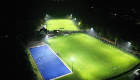 LED Flutlichtanlage von Lumosa. LED Flutlicht für den Sportplatz - mit einer neuen Sportplatzbeleuchtung und Sportstättenförderung für LED Flutlicht.