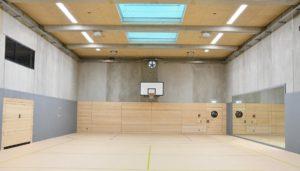 Bei der Sanierung der Sporthallenbeleuchtung können Fördergelder beantragt und somit die Kosten für Verein oder Sporthallenbetreiber minimiert werden.